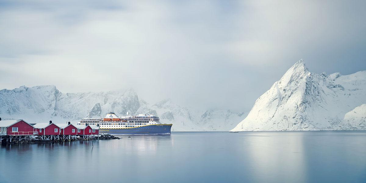 Illustrasjon av skip fra Havila Kystruten i Lofoten på vinterstid. Illustrasjon: Havila Kysten