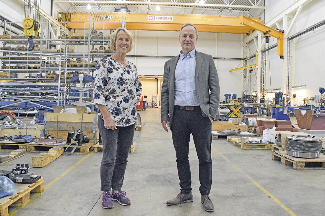 Markedsdirektør Kirsti Gjørvad og adm. dir. Hallvard Pettersen opplever vekst og økt produksjon for Brunvoll Volda. Foto: Frode Rabbevåg