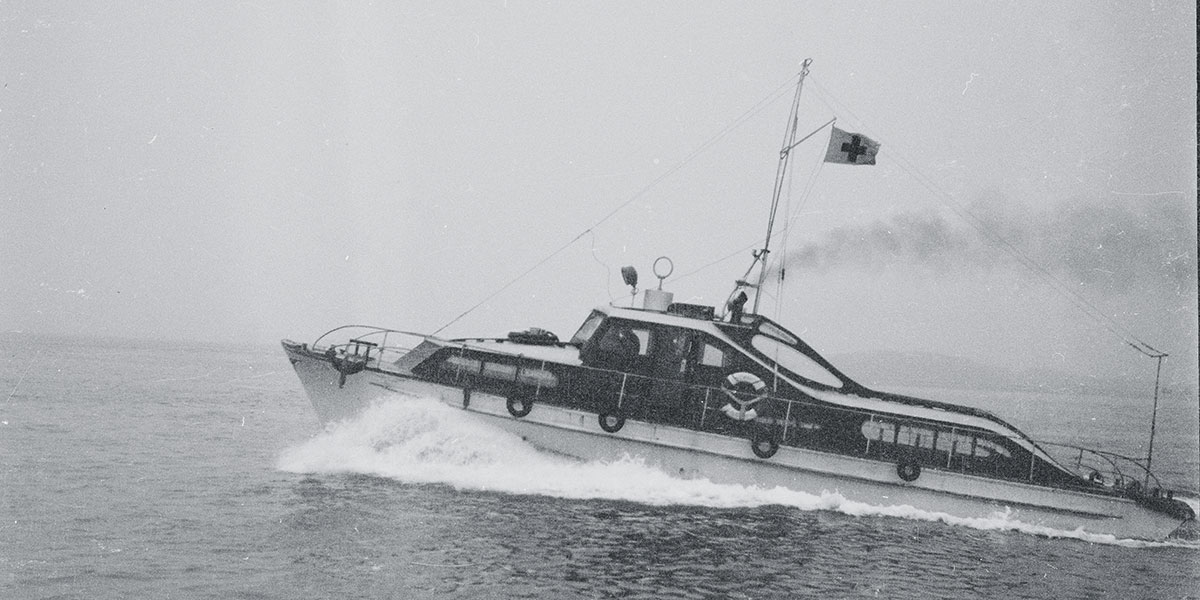 AB Samaritan for full speed på vei til assistanse. Foto: ARNE KØPKE/BILLEDBLADET NÅ/RIKSARKIVET