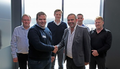 Bilde fra kontraktsigneringen i dag: f.v. Ola Holen, Roger Hofset, Trond Håkon Schaug-Pettersen, Magne Håberg, Kjetil Opshaug og Ole Peter Brandal. Foto: Vard
