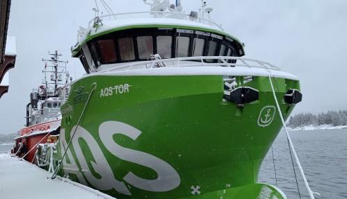 AQS Tor ved kai i Florø. Foto: Moen Marine