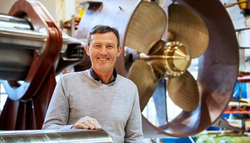 Sales Manager Arne Tennøy er stolt over at Brunvoll har blitt foretrukket som leverandør av framdrifts- og manøvreringssystemer til seks nye fiskefartøyer hos Karstensens Skibsværft i Danmark. Foto: Jørgen Eide, Brunvoll AS