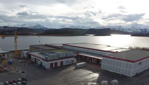 Dronebilde fra området hvor fabrikken nå bygges og hvor utstyret skal på plass til høsten. Foto: MMC First Process