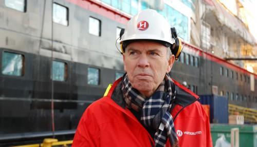 Den hybride fremdriften jobber omtrent på samme måte som i en Prius, sier Chief Operating Officer i Hurtigruten, Torgeir Engebregtsen.