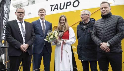 Fra venstre: Kjetil Tufteland (daglig leder, Napier), Johan Eidesvik (skipper Taupo), gudmor Mari Tufteland, Arnt Eidesvik (Napier), Åsmund Sørfonn (FMV). Foto: Napier