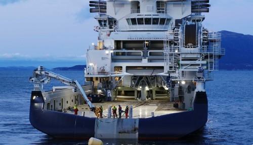 Island Victory slo nemleg alle rekordar under slepeprøver i fjor haust, med ei trekkraft på 477 tonn. I tillegg til å slepe tungt kan ho også ha to heile ankersystem på dekk. Foto: Droneinfo