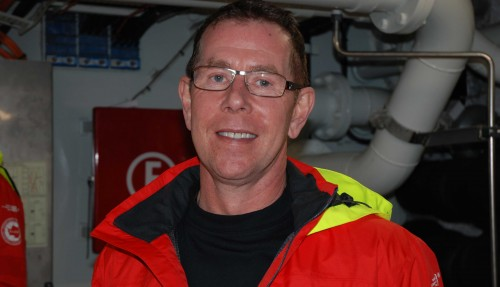 Kai Albrigtsen blir den første kapteinen på verdens første hybride passasjerskip. Hanbegynte karrieren i rederiet som byssegutt, for snart 40 år siden. Foto: Kurt W. Vadset