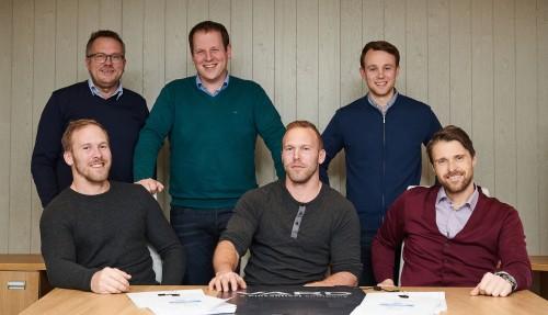 Bak fra venstre: Kjell Skar, Jim Thomas Gundersen og Christer Finnøy (Vard Aukra) Foran fra venstre: Torstein Orten og Øystein Orten (Orten Fiskeriselskap) og Geir Larsen (Vard Aukra). Foto: Vard