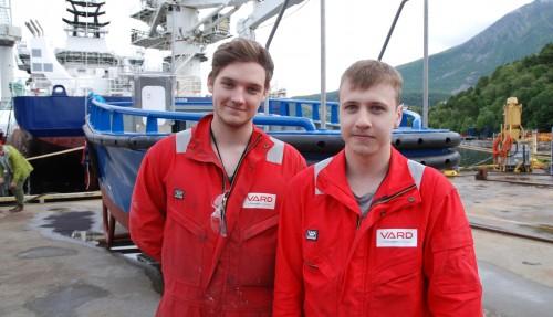 Vegard Bjørkedal og Thomas Sørgård,to av dem som har vært i sving med basbåten Ingebrikt. Foto: Kurt W. Vadset