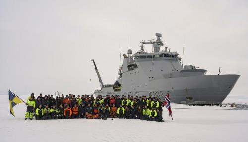 Mannskapet på KV Svalbard på Nordpolen. Foto: Kystvakten