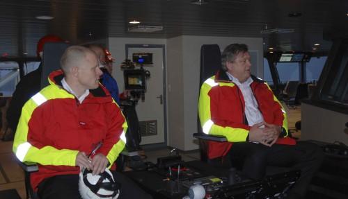 CEO i Aker BioMarine, Matts Johansen, på brua til nybygget Antarctic Endurance, sammen med Harald Tom Nesvik. Foto: Kurt W. Vadset