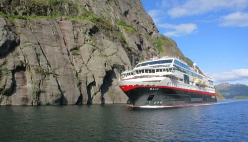 Fra 2021 skal Hurtigruten starte ekspedisjonsseilinger langs norskekysten - blant annet med oppgraderte MS Maud (tidligere MS Midnatsol). Foto: KARSTEN BIDSTRUP/Hurtigruten