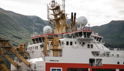 Kjempeskipet Normand Maximus leveres snart fra Vard Brattvaag. Her er skipet på vei inn til verftet etter endt prøvetur. Alle foto: Asbjørg Giske