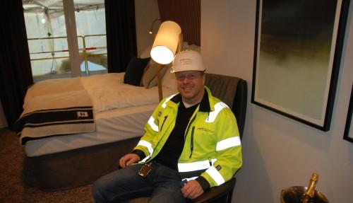 NMI har ansvaret for innredningen om bord. Her ved prosjektleder Per Ivar Willumsen, i en av de ferdige standardlugarene. Foto: Kurt W. Vadset