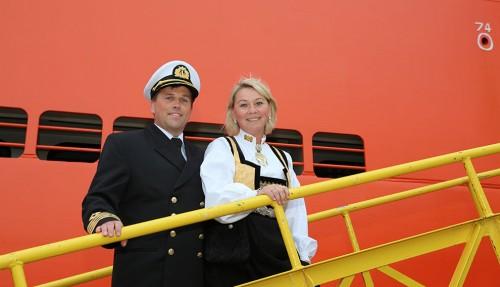Kaptein Tørres Kristoffersen og gudmor Monica Mæland