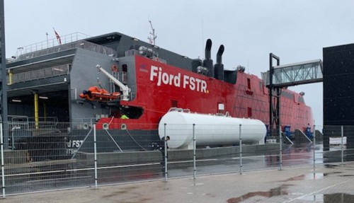 Ett år senere enn forventet er Fjord Lines nye katamaran endelig ankommet til Hirtshals. Foto: Hirtshals Havn