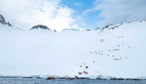 Man får sjanse til både fottur, trugetur og teltovernatting i polare strøk. Arkivfoto: Hurtigruten