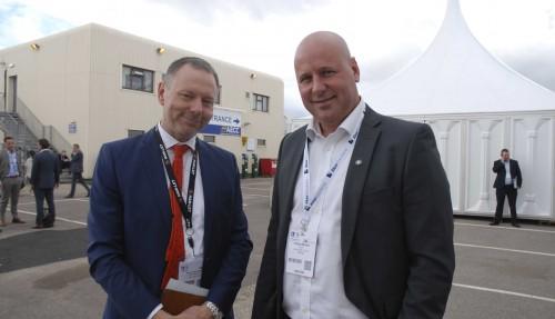 Paul Redfern, CEO i Norvalves, og CEO Kristian Karlsen i Fjell Subsea Products, mener pilene er i ferd med å peke oppover igjen i olje- og gassnæringen. Foto: Kurt W. Vadset