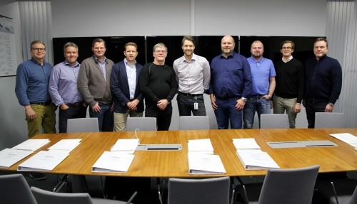 Hjörvar Kristjánsson (Samherji), Ásgeir Gunnarsson (Skinney-Þinganes), Aðalsteinn Ingólfsson (Skinney-Þinganes), Gunnþór Ingvason (SVN), Guðmundur Alfreðsson (Bergur-Huginn), Geir Larsen (Vard Aukra), Freyr Njálsson (Gjögur), Grétar Sigfinnsson (SVN), Arnet Rindarøy (Vard Aukra) og Ingi Jóhann Guðmundsson (Gjögur). Ikke på bildet: Eyvindur Sólnes, advokaten til de islandske rederne (LEX) og Marianne Blindheim, Senior Legal Counsel (VARD). Foto: Vard