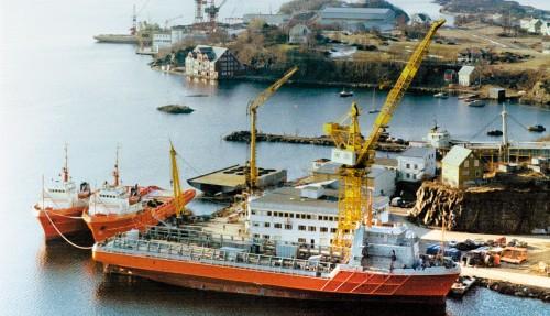 Bilde fra 1975, som viser to UT704 og et UT705-skip. Arkivfoto: Ulstein Verft