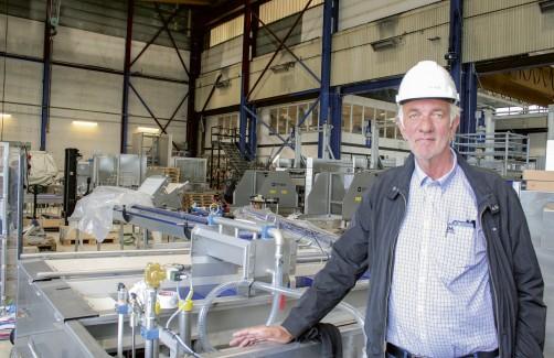 Bjørn Bjørkavåg i fabrikkhallen til Optimar på Valderøy. Foto: Frode Rabbevåg