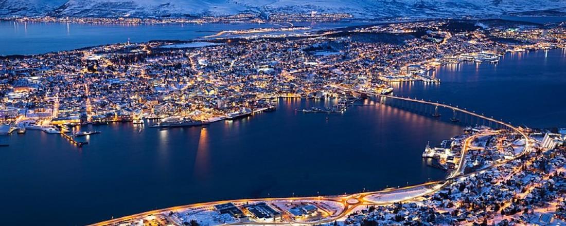Tromsø sett fra Fjellstua. Foto: Svein-Magne Tunli - tunliweb.no