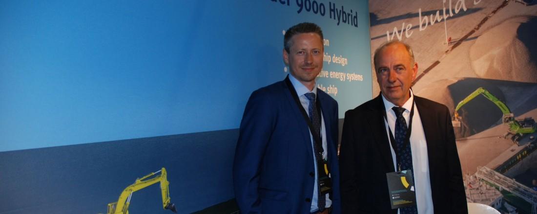 Aksel U. Johannessen (t.v.) sammen med onkel og grunnlegger Hans Martin Torkelsen. Foto: Kurt W. Vadset