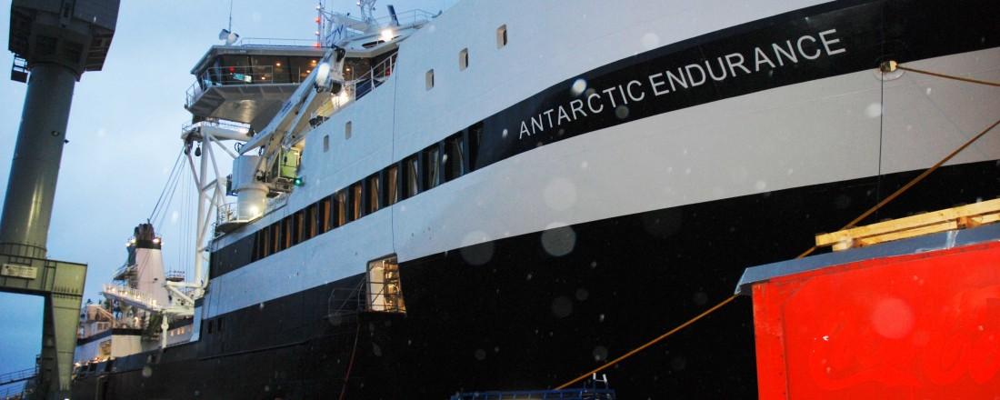 Krillfartøyet Antarctic Endurance ved kai hos Vard Brattvåg. Skipet nærmer seg ferdigstilling, og skal døpes 18. januar. Foto: Kurt W. Vadset