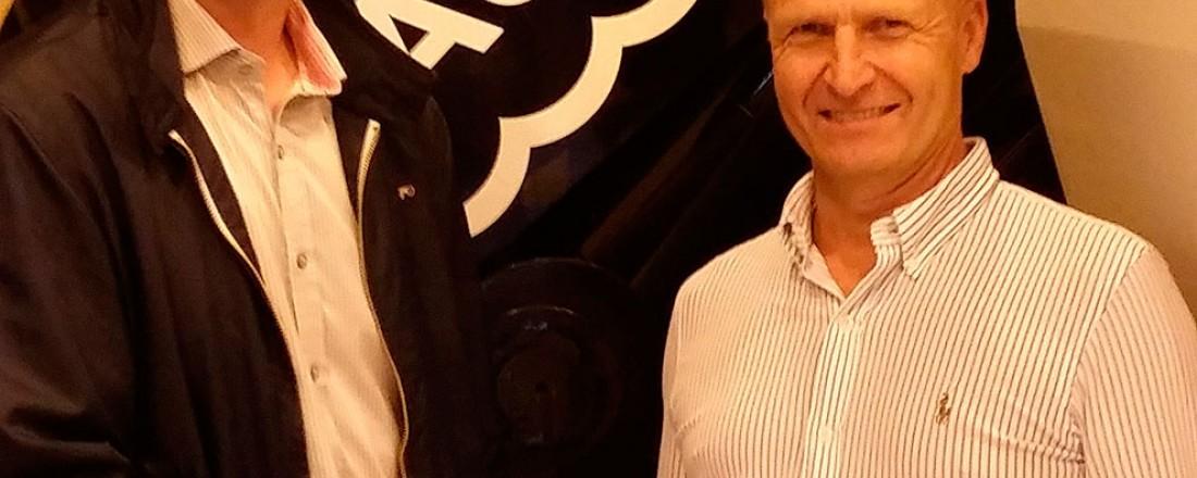 Adm. dir. Gunnar Larsen i Plany (t.v.) og daglig leder i Aukra Maritime AS, Per Arne Rindarøy, ser frem til å samarbeide. Foto: Aukra Maritime