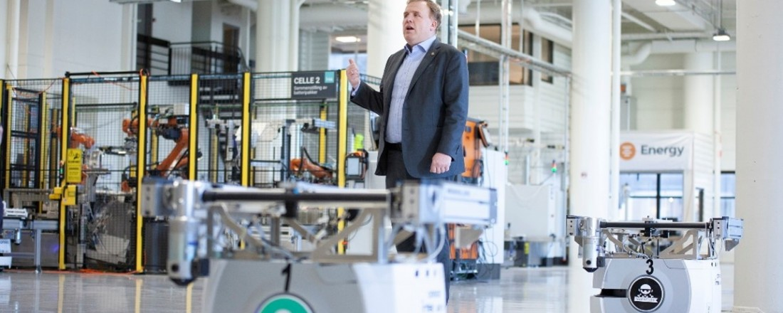 Geir Bjørkeli, CEO of Corvus Energy, in the fully automated batteryfactory that was opened in Bergen in 2019. Photo: C orus Energy.