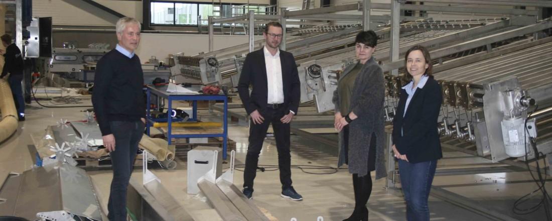 Inger-Marie Sperre (CEO Br Sperre) og Nina Farstad (prosjektleder MMC First Process) til høyre. Per Arild Amelfot (kundeansvarlig I MMC First Process ) til venstre og Petter Leon Fauske (CEO MMC First Process) i midten. Foto: MMC First Process
