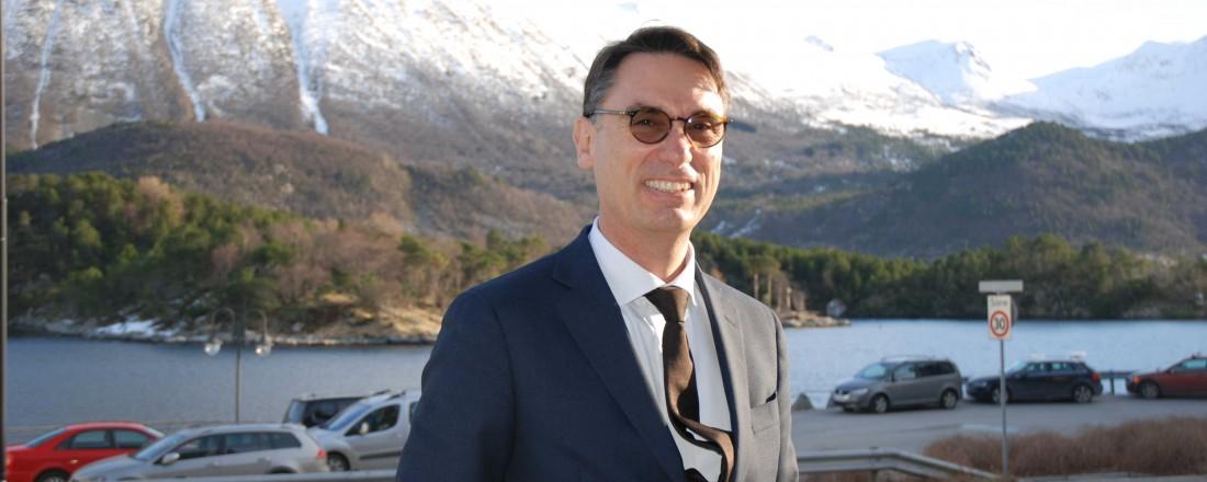 Styreleder Giuseppe Coronella i Vard, her på besøk i Brattvåg i Haram kommune. Foto: Kurt W. Vadset