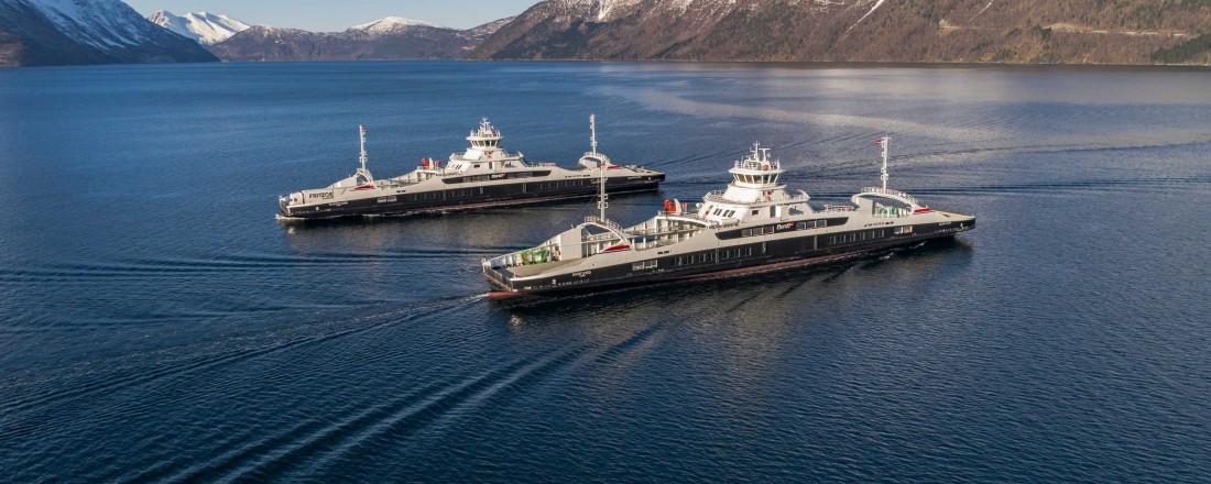 De nye ferjene Gloppefjord (MM 03/18) og Eidsfjord (MM 03/18) trafikkerer ruten mellom Lote og Anda. Dette er den første ruten der Autocrossing-systemet fra Rolls-Royce ble satt i drift. Flere nye ferjer er nå under bygging med dette systemet. Foto: Fjord1