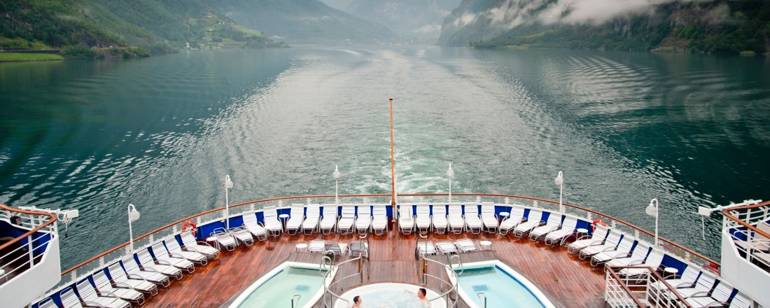 Et av Fred. Olsen Cruise Line sine skip, Black Watch, i Nærøyfjorden. Foto: Fred. Olsen Cruise Line