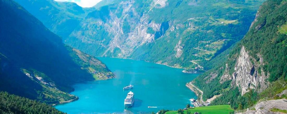 Cruiseskip i Geirangerfjorden. Det blir stadig mer oppmerksomhet. Foto: Wikipedia Commons.
