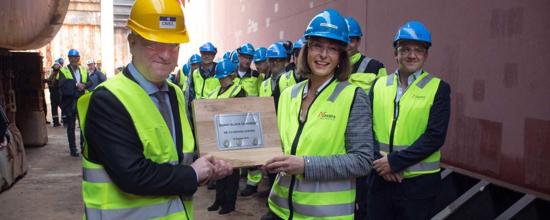 15. oktober var blokkseremonen til kabelinstallasjonsfartøyet Nexans Aurora. Fremst i biletet ser vi administrerande direktør i Ulstein Verft Lars Lühr Olsen og CEO Ragnhild Katteland i Nexans Norway. Foto: Ulstein Verft