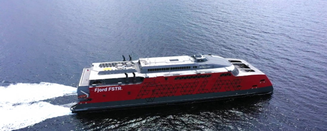 Fjord FSTR er endelig på plass i Hirtshals Havn. Foto: Fjord Line.