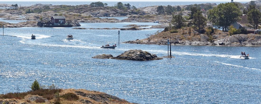 Mange kan komme til å bruke sommeren i fritidsbåt. Da er det viktig å være oppmerksom på sikkerhet, mener kronikkforfatterne. Foto: Leif Andersen_Kystverket