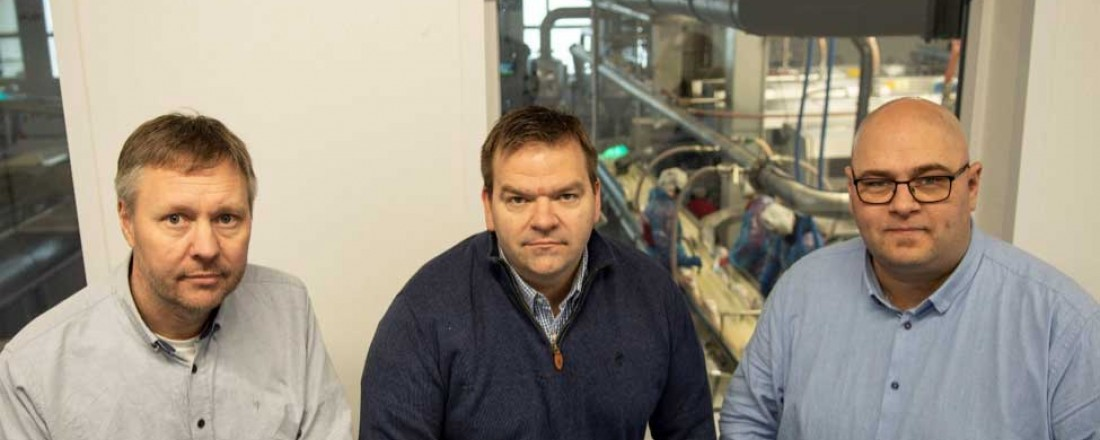 Fra venstre: Daglig leder i Volf AS, Leif-Egil Orvik, daglig leder i Hofseth Aqua AS, Roger Hofseth og salgs- og markedssjef i Volf AS – Per Magne Gjerde. Foto: Volf AS