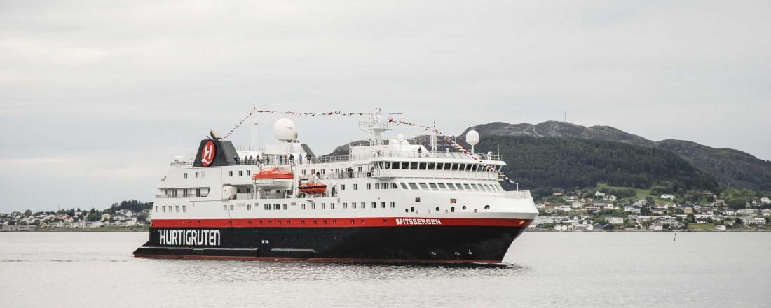 Anbudsinnbydelsen for fremtidig drift av kystruten Bergen – Kirkenes er nå klart. Det kan bety at Hurtigruten får konkurranse. Foto: Kurt W. Vadset