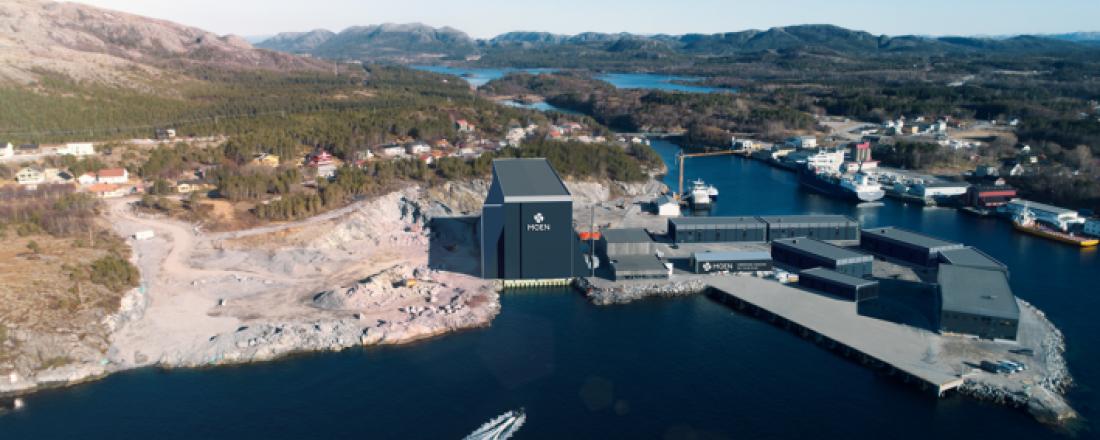 Slik vil Purkholmen maritime industripark i Nærøysundet vil se ut om noen år.  Moen nå er i ferd med å bygge verdens første arktiske tørrdokk (til venstre på bildet). Foto: Moen.