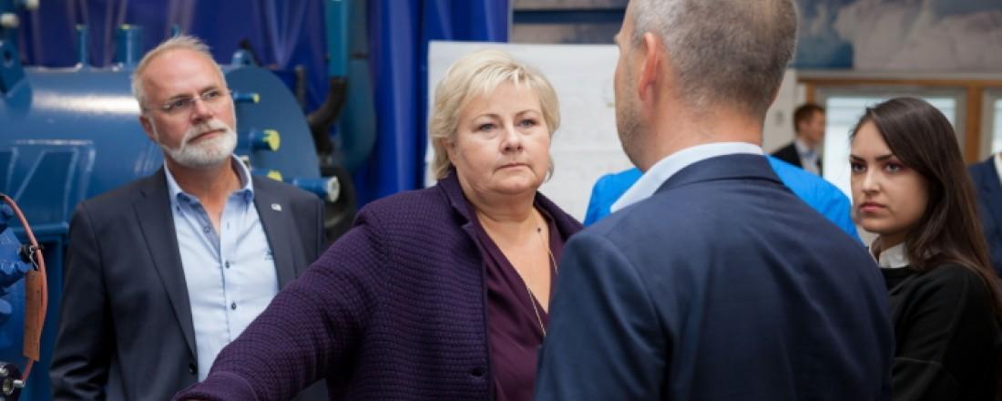 Statsminister Erna Solberg skal åpne PTG sine nye fabrikklokaler i Malmefjorden. Her fra et tidligere besøk ved PTG i Tromsø. Fra venstre; Hans Petter Kvaal (Høyre Tromsø), Erna Solberg, Frode Berg (PTG) og Ragnhild Berg Nilsen (Høyre Tromsø).