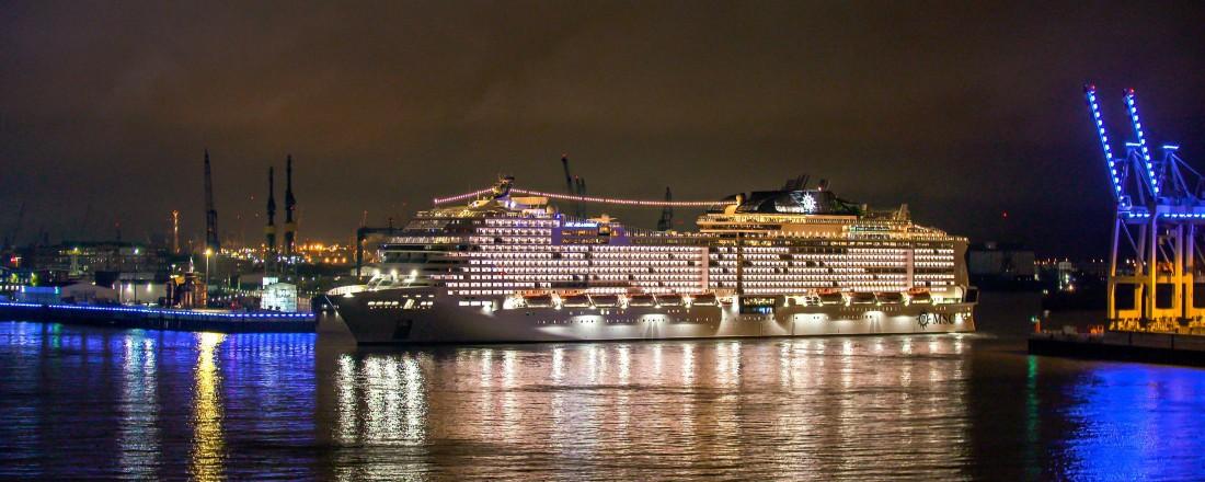 """MSC Grandiosa døpes i Hamburg 9. november. Skipet er blant annet utstyrt med selektiv katalytisk reduksjonssystem (SCR) og """"shore to ship"""" landstrømsystem. Foto: Perspektive Media"""