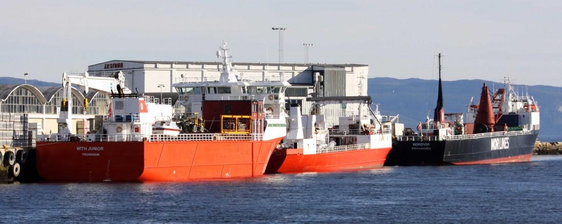 Skip langs Pir II i Trondheim. Ferske tall viser at godstransporten langs kysten gikk tilbake i de tre siste månedene av 2016. Foto: Trondheim havn