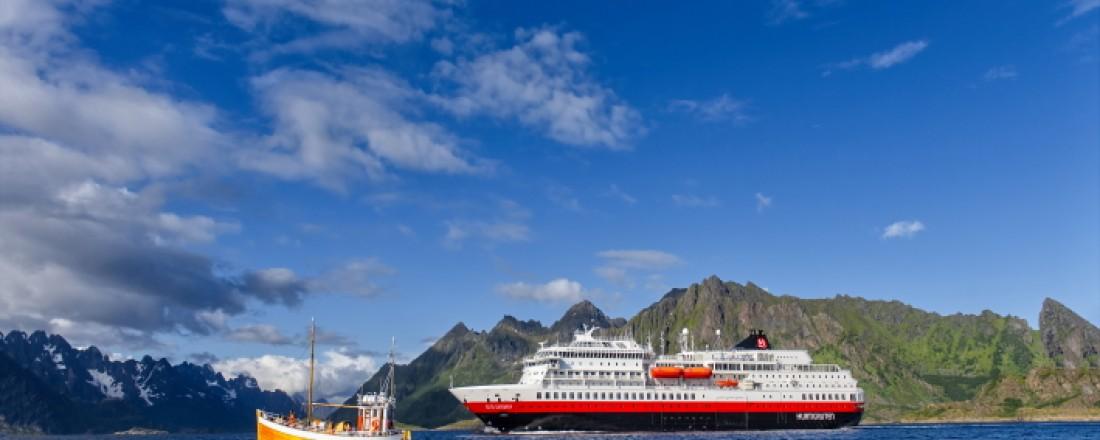 Fra 2021 skal flere av Hurtigrutens skip delvis drives av biodiesel, blant annet MS Otto Sverdrup (tidligere MS Finnmarken). Foto: AGURXTANE CONCELLON/Hurtigruten