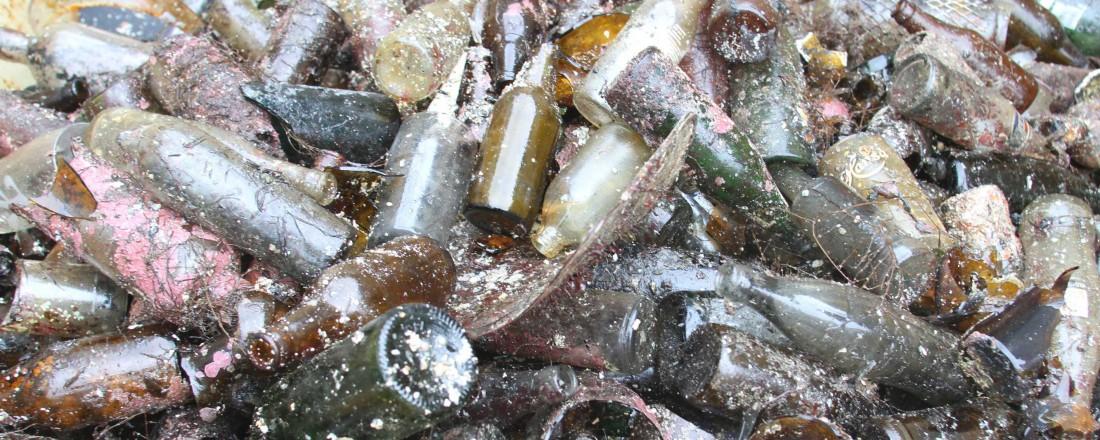 Tomgods og annet søppel langs strendene skal til pers under Strandryddedagen. Foto: Wee Marine