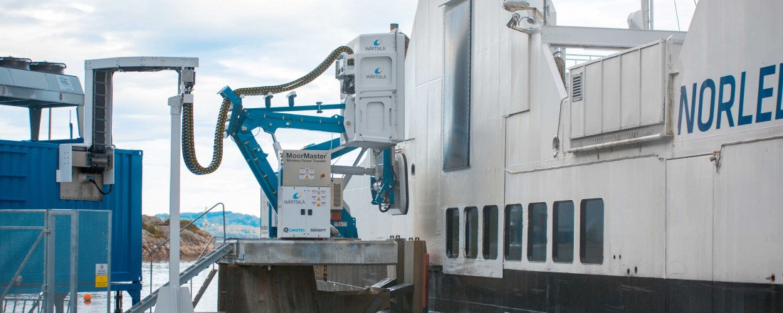 Folgefonn er en 85 meter lang bilferje med hybriddrift, som trafikkerer sambandet Jektevik- Hodnanes-Nordhuglo i Hordaland. Ferja tar 76 biler og 300 passasjerer, og eies av Norled. Foto: Wärtsilä