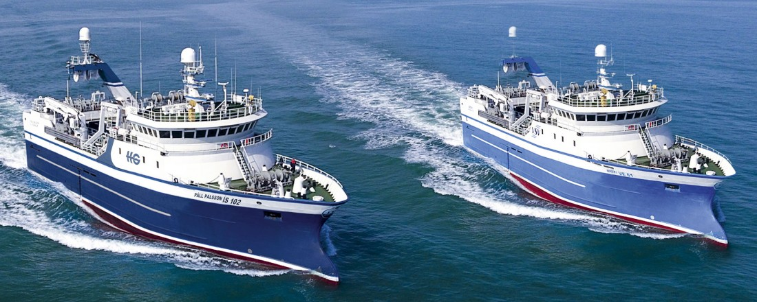 Breki VE og Pall Palsson startet i mars sin ferd fra verftet i Kina med retning Island. (Bildet er photoshoppet av desingerne Skipasýn, for å få begge fartøyene med på ett bilde). Foto: Skipasýn