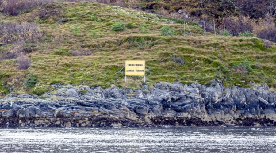 En ny forskrift fører til at alle farvannskilt må skiftes innen utgangen av 2022. Foto: Geir Vidar Nubdal.