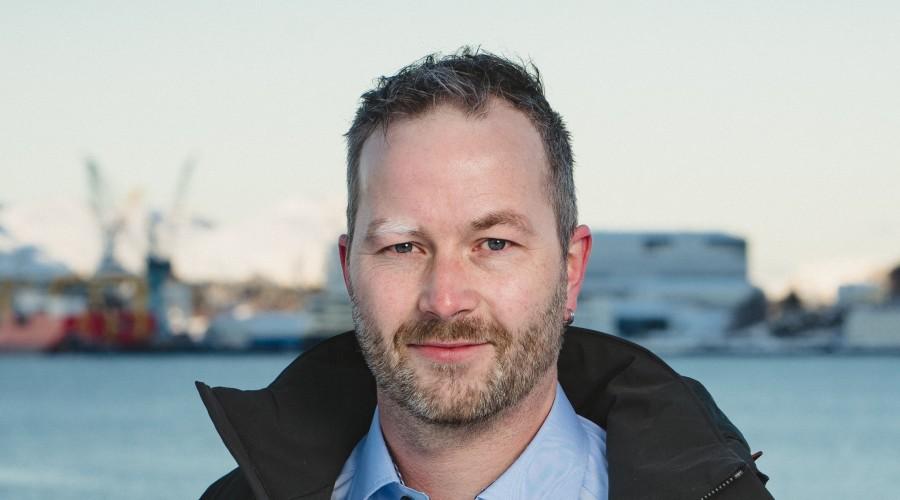 Are Davidsen er senior salgsingeniør skipsmotorer ved Frydenbø Industri i Ulsteinvik. Foto: Foto: Fotograf Cecilie Hatløy.